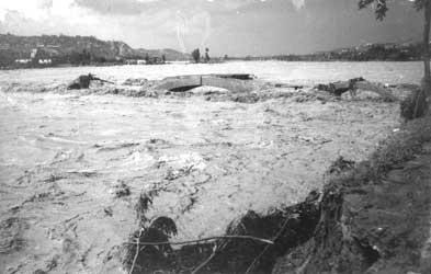 Il disastro l 39 ondata verso ovada for Piani di ponte ottagonale