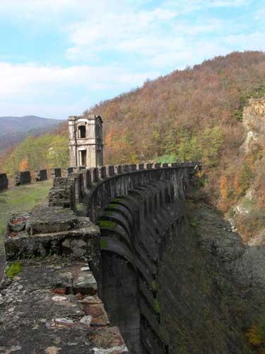 La diga di molare il bric zerbino for Piani di casa di roccia del fiume